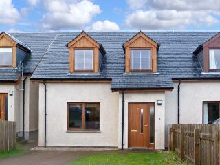 27 ALLT MOR, family friendly, country holiday cottage, with a garden in Aviemore, Ref 12105 - Aviemore and the Cairngorms vacation rentals