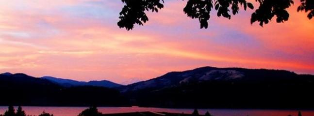 enjoy sunsets while dining on the upstairs deck - Gorge's Best Viewhouse, downtown HR, VIEWS ! - Hood River - rentals