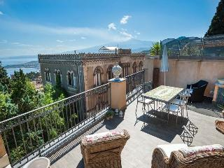 Apartment Dumas holiday vacation apartment rental italy, sicily, taormina, sicilian coast, - Taormina vacation rentals