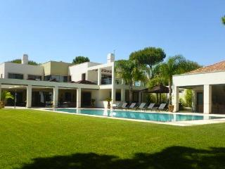 Large 6 Bedroom villa with pool in Quinta do Lago - Windsor vacation rentals