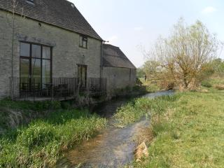 Thames Cottage Sleeps 7 - Cirencester vacation rentals