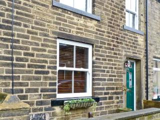 HOBBITON, holiday cottage with a garden in Haworth, Ref 12569 - West Yorkshire vacation rentals