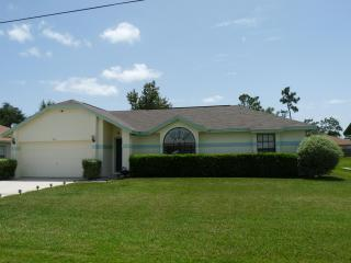 Peaceful Vacation Villa & private pool, sleeps 7 - Poinciana vacation rentals