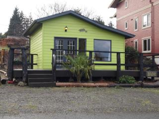 Little Green Cabin on the Harbour -Queen - kitchen - Ucluelet vacation rentals
