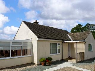 SWALEVIEW COTTAGE, family cottage, with summer room and spacious garden near Richmond, Ref 9156 - Surrey vacation rentals