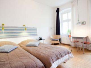 Vacation Apartment in Berlin - 312 sqft, central, bright, comfortable (# 2575) - Berlin vacation rentals