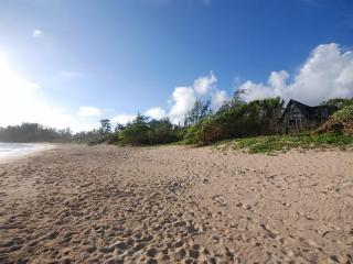 Malaekahana Beachfront Estate: 1.5 Acres & Hot Tub 10% OFF Remaining 2014 Dates - Kahuku vacation rentals
