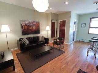 Chic 2 Bdrm Hip W'burg Brooklyn 5 Min to Manhattan - Brooklyn vacation rentals