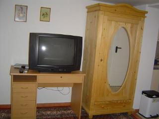 Vacation Apartment in Nuremberg - 377 sqft, central, comfortable (# 2616) - Bavaria vacation rentals