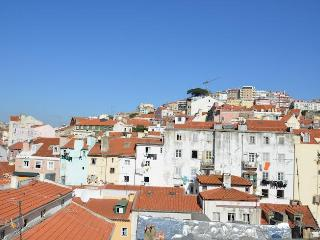 MOURARIA II, centrally-located studio & view - Lisbon vacation rentals