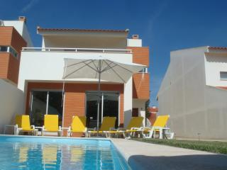A Family House, private pool+yetsream, BBQ and Beach - Costa de Lisboa vacation rentals