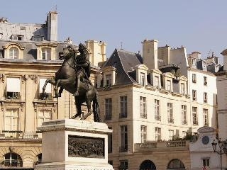 Suite Victoire | the Louvre is in your yard - Paris vacation rentals