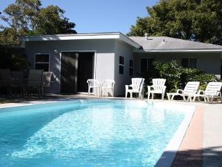 TROPICAL HAVEN w/ POOL - AUTUMN SPECIAL - $999/wk! - Clearwater vacation rentals