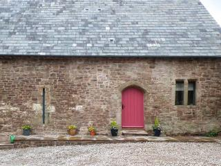 CHAPEL BARN, character, country views, excellent walking, in Trellech village near Monmouth, Ref 8684 - South East Wales vacation rentals