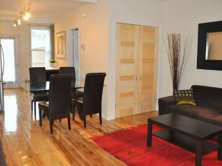 CHIC apartment close to metro: PARKING & BACKYARD - Montreal vacation rentals