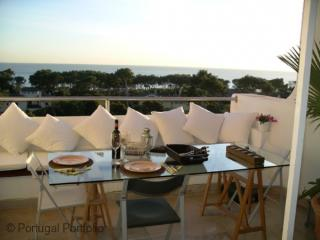 Luxury Sea View Apartment - Sea facing luxury apartment with pool & airconditioning - Cascais vacation rentals