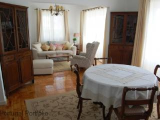 Carcavelos Beach Apartment - Costa de Lisboa vacation rentals