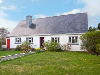 GORSE VIEW COTTAGE, detached cottage, woodburning stove, balcony with lake views near Tully, Ref 11707 - County Kildare vacation rentals