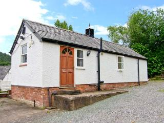 TYN Y MINFFORDD romantic retreat, fishing pond near Ruthin Ref 14899 - Denbighshire vacation rentals