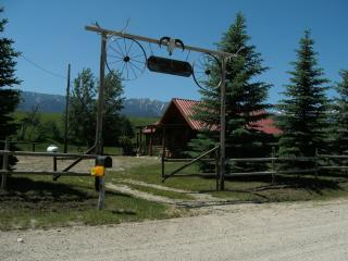 Cozy log cabin-pond-peaceful with stunning views - Montana vacation rentals