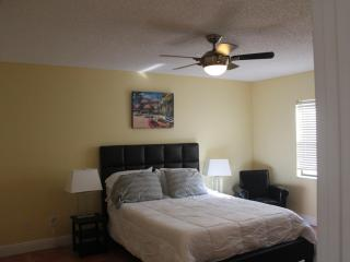 Sunny Cocoa Beach 2 Bedroom Condo Walk to Pier & Beach - Cocoa Beach vacation rentals