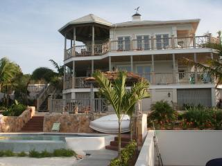 By ocean with breathtaking scenery & infinity pool - The Exumas vacation rentals