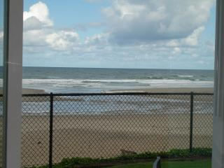 Oceanfront, King Groundfloor Fireplace, Pool, WiFi - Lincoln City vacation rentals