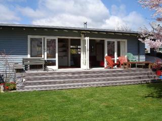 Wharewaka Cottage - Taupo's Home Away from Home - Taupo vacation rentals