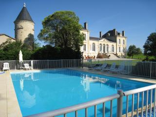 Holiday cottage in a Chateau near Bordeaux - Listrac-Medoc vacation rentals