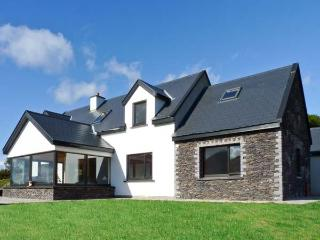 LOHER STONE FORT COTTAGE, detached cottage, five bedrooms, solid-fuel stove, and garden, in Loher, Ref 14531 - Waterville vacation rentals