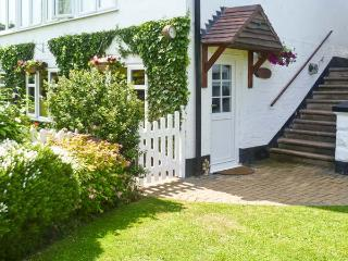 SEVERN BANK LODGE, single storey cottage, with two bedrooms, off road parking, and garden, in Astley Burf, Ref 8765 - Worcestershire vacation rentals