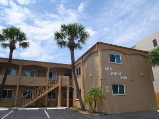 Sea Treat 11- 2 Bedroom Gulfside Condo -  Small Dog Friendly! - Saint Petersburg vacation rentals