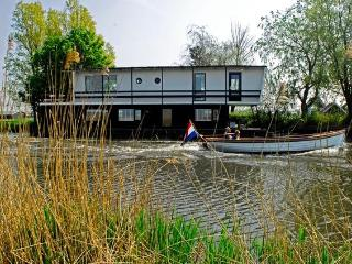 Houseboat/Watervilla more Dutch you can not get! - Oost-knollendam vacation rentals