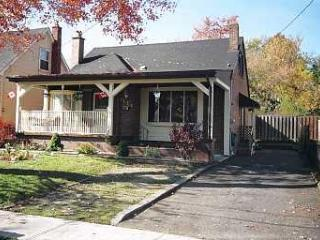 THE COTTAGE a 3 Bedroom Cottage in Niagara Falls - Niagara Falls vacation rentals