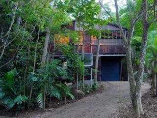 Architect's tropical treehouse Cairns - Cairns District vacation rentals
