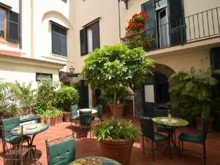 APPARTAMENTO ELISA C - SORRENTO CENTRE - Sorrento - Sorrento vacation rentals