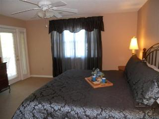 Walk In *2 King *Sleep 6 *Strip *Amenities *CLEAN - Missouri vacation rentals