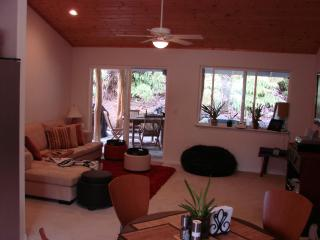 Cozy Aloha Ohia Hale- Hot tub!-Discounts available - Volcano vacation rentals