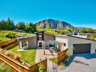 Arthurs Point Luxury 5 Bedroom Modern Home - South Island vacation rentals