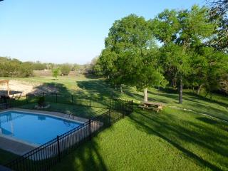 M&M Creekside Hill Country Retreat in Lampasas, Tx - Texas Hill Country vacation rentals
