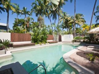 SUNSEEKER PENTHOUSE, ROOFTOP TERRACE, FREE WIFI(1) - Port Douglas vacation rentals