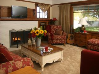 Lovely Vineyard Cottage along Lodi's Wine Trail - Central Valley vacation rentals