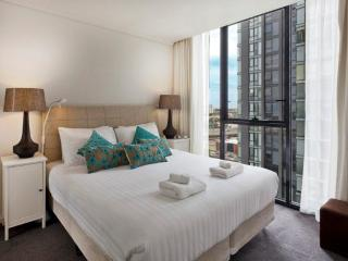 StayCentral king bed pool tennis gym Casino shops - Melbourne vacation rentals
