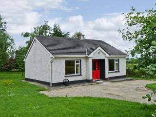 KATE'S COTTAGE, detached, single storey, open fire, rural location, near fishing, Taughnamore near Carrick-on-Shannon, Ref 16325 - County Wexford vacation rentals