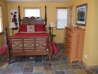 Cozy Cottage in the Kootenay Rockies, Nelson B.C. - Nelson vacation rentals