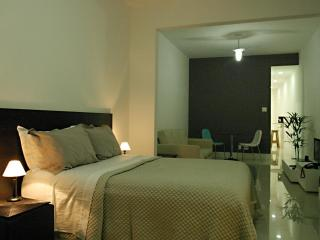 Mountain view studio in Copacabana for 4 + Wi-Fi! - Rio de Janeiro vacation rentals