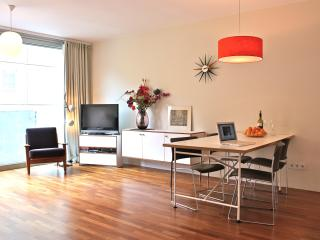 Oasis in Berlin, a full comfort apartment in Berlin Mitte. - Berlinchen vacation rentals