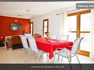 Villa from 3km of beach and 1,5km of golf (Wi-Fi) - Charneca da Caparica vacation rentals