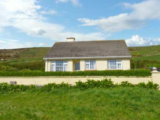 ST FINANS BAY COTTAGE, a single storey, detached cottage, with open fire, and lawned gardens, in Ballinskelligs, Ref 15299 - Ballinskelligs vacation rentals