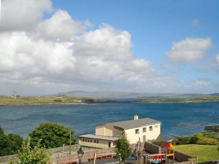 SEA WATCH HOUSE, semi-detached cottage, with sea and mountain views, sleeping nine people, in Roundstone, Ref 14695 - Roundstone vacation rentals